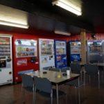 「東毛地区共同輸送サービスセンター」はドライバーのための自販機コーナー(他)