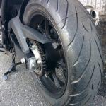 ツーリングライダーの大型バイクの年間維持費は13万円ほどです。