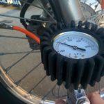 タイヤのエアーチェックしてる?簡単にバイクの性能がめちゃ変わる!&ガソリンスタンドの空気入れ使い方