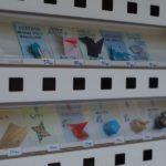 愛媛県にポツリとある「折り紙自販機」で折り紙作品が買えた!(他)