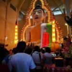 ウェーサーカ祭(釈迦誕生日)にシンガポールの大仏を拝む(他)