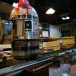 R2-D2(風ロボット)がウェイターのお好み焼き屋「真珠」