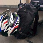 バイクのヘルメット、どう持ち運ぶか考える