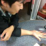 """手相占いもできる!""""バイク丼""""、4000円のもんじゃ焼が名物の店「お食事処みさわ」"""