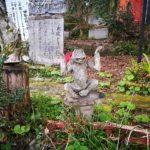 木彫り像の神社と在庫無限大のスーパーマーケット