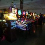 """アメリカンレトロゲーム""""ピンボール""""の遊べる博物館「ピンボール博物館」"""